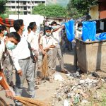 Students of Bal Panchayat contributing in Clean Indian Drive at Mumbai